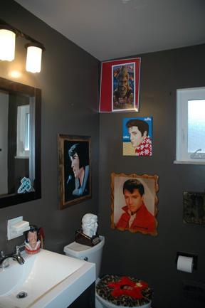 Elvisbathroom